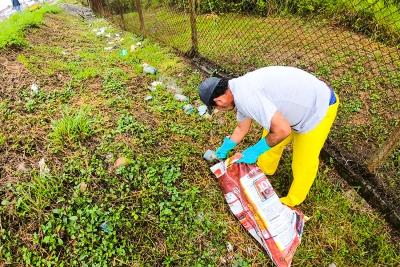 Malos ciudadanos convierten solares en basureros