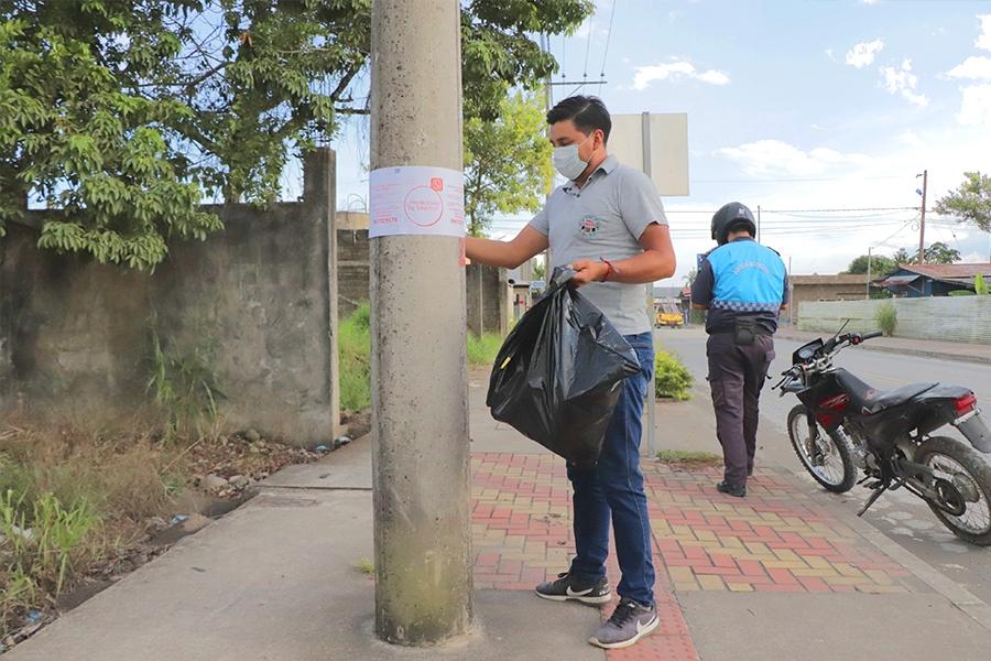 Ciudadano cumple con trabajo comunitario por no usar mascarilla